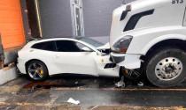 Giận cá chém thớt, tài xế xe tải nghiền nát siêu xe Ferrari vì bất mãn