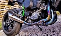 Tại sao giới biker lại ưa chuộng hệ thống ống xả titan thay vì ống xả thông thường?