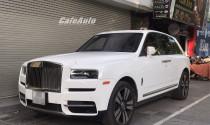 Bắt gặp Rolls-Royce Cullinan hơn 40 tỷ của đại gia Hà thành: logo phát sáng trong đêm