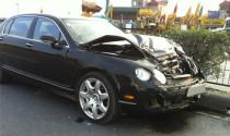 Xe siêu sang Bentley gặp nạn trên đường 5
