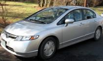 Honda Civic bị rò rỉ xăng