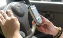 Tăng rất mạnh mức phạt người dùng điện thoại khi lái xe