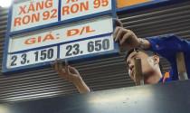 Giá xăng giảm 500 đồng một lít
