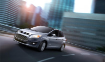 Ford C-Max đánh bại Toyota Prius