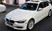 BMW 320i có giá từ 33.445 USD