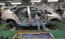 """Toyota """"sa thải"""" robot, mướn thêm nhân công"""