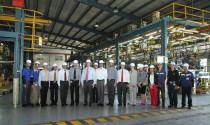 Đại sứ Mỹ thăm nhà máy General Motors Việt Nam