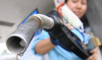 Giá xăng tiếp tục giảm 768 đồng