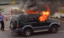 Bình chữa cháy mini có dập được lửa trên ô tô?