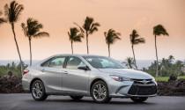 Toyota Camry 2017 bán ra với giá không đổi