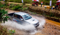 Toyota tổ chức offroad với xe Hilux
