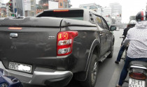 Ô tô bán tải đắt thêm trăm triệu, xe nội lại giảm giá mạnh