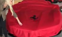 """Video: Hot girl chịu chơi """"đập thùng"""" siêu ngựa Ferrari LaFerrari Aperta 87,6 tỷ đồng"""
