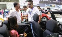 Xe du lịch kéo tụt sức mua ôtô