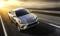 Toyota Hilux 2017 giá từ 631 triệu đồng, quyết đấu Ford Ranger