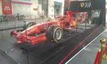 Siêu xe đua F1 F2007, biểu tượng chiến thắng của Ferrari trên phố Hà Nội