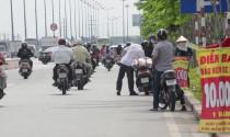 Điểm nóng tuần: Bảo hiểm xe máy bán ven đường, mua xong vẫn phạt như thường