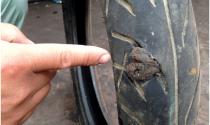 Bể bánh xe, vá ép nhiệt hay vá thường?