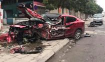 Rùng mình với Mazda3 đâm tan nát trên đường Hà nội sáng 26/3