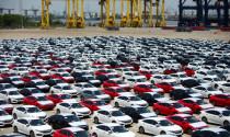 Lượng ô tô nhập về Việt Nam giảm hơn phân nửa trong tháng 4