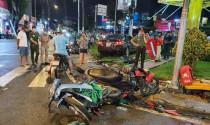 Hàng loạt xe máy bị nữ tài xế lái Camry ủi khi dừng đèn đỏ