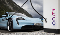 Porsche phải đi mượn quân vì siêu phẩm Taycan 'hot' ngoài mong đợi