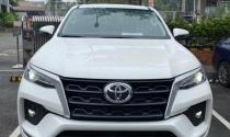 Sát ngày ra mắt, Toyota Fortuner 2021 lộ diện phiên bản số sàn tại đại lý