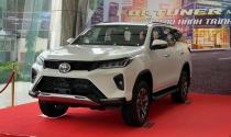 """""""Soi"""" Toyota Fortuner Legender 2021 giá từ 1,195 tỷ đồng tại đại lý"""