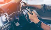 Anh cấm tiệt xài điện thoại di động khi lái xe