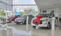Mưa lũ hoành hành miền Trung, hai đại lý Toyota tạm dừng hoạt động