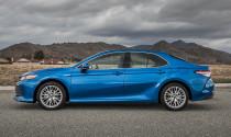 Toyota Camry đội giá xe lên ngang BMW 3-Series khi full option