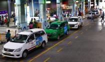 Phân lại làn trong sân bay Tân Sơn Nhất: Tính làn riêng cho xe công nghệ