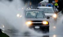 Hiểm họa lái xe dưới mưa