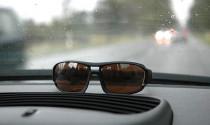 Mẹo đeo kính râm lái xe ban đêm - tài xế Việt cần nhớ