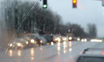 Bật điều hoà thế nào để kính xe không bị đóng sương?