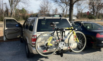 Tư vấn: Dùng ô tô chở hoặc treo xe đạp bên ngoài có bị phạt không?