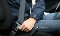 Tư vấn: Ngồi hàng ghế sau không thắt dây an toàn có bị xử phạt không?