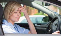 4 kiểu ngồi gây mệt mỏi cho người lái xe