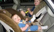 Điều gì xảy ra khi trẻ em ngồi ôtô không đúng cách?