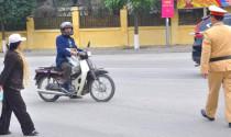 Xử phạt thế nào đối với trường hợp chạy trốn khi có hiệu lệnh dừng xe của cảnh sát giao thông?