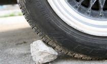 Cách xử lý an toàn khi đỗ xe trên đường dốc