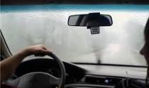 Cách xử lý kính mờ khi lái xe trời mưa