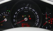 Nháy đèn vàng ở đồng hồ báo vòng tua máy, xe tôi bị hiện tượng gì?