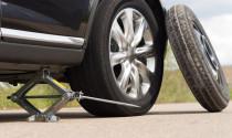 Hướng dẫn thay lốp dự phòng trên đường