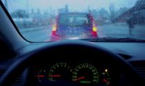 Lái xe thế nào để đối phó với mùa mưa bão?