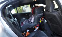 Để trẻ em ngồi trên xe ô tô bao lâu thì an toàn?