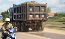 Ô tô làm rơi vãi vật liệu xuống đường bị phạt bao nhiêu?