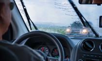 Bỏ túi những kinh nghiệm lái xe khi trời mưa
