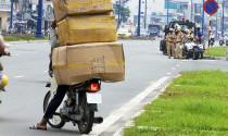 Xe máy chở hàng hóa quá tải bị xử phạt ra sao?