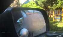 Tin quảng cáo miếng dán chống nước trên gương ô tô, tài xế mất tiền mà còn bị hư xe
